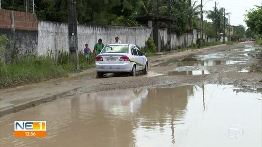 Moradores pedem solução para rua cheia de lama em Aldeia