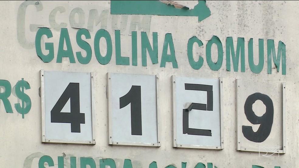 Na região da Camboa, em São Luís, o preço da gasolina comum está valendo R$ 4,12 em alguns postos. (Foto: Reprodução/TV Mirante)