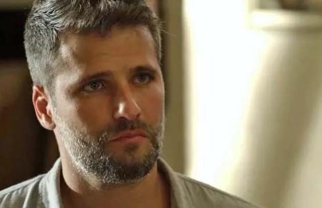 Na quarta-feira (24), Gabriel (Bruno Gagliasso) explicará sobre a Irmandade para Feijão (Cauê Campos) (Foto: TV Globo)