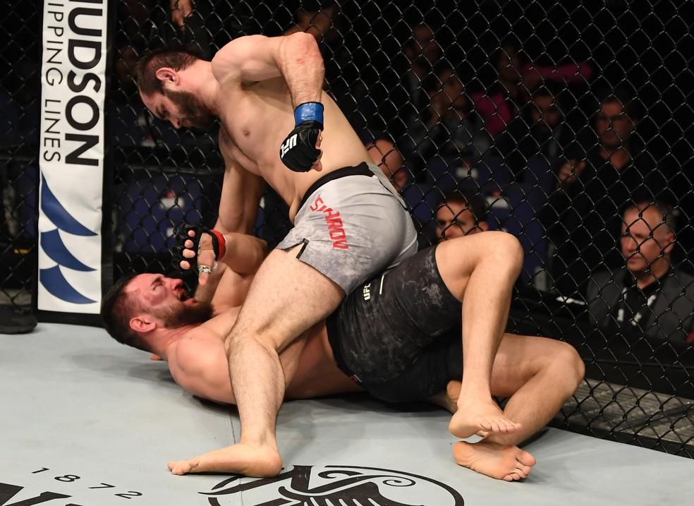Safarov repetiu durante a luta roteiro de colocar Negumereanu para o chão e dominou duelo — Foto: Jeff Bottari/Zuffa LLC / Getty Images