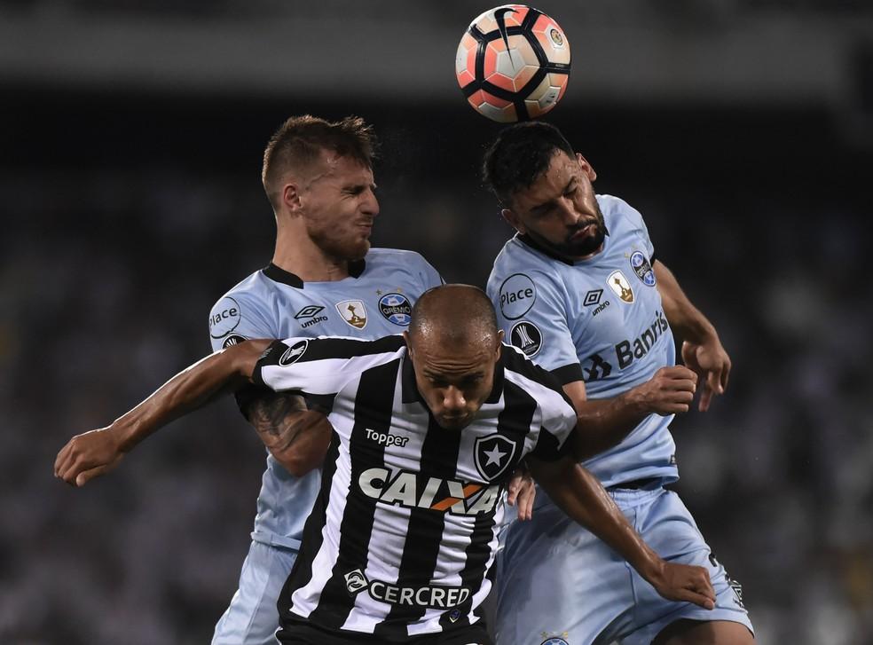 Bressan foi titular nas quartas da Libertadores (Foto: André Durão)