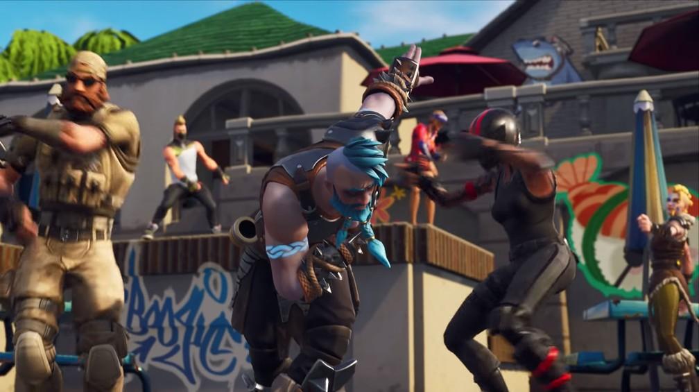 Danças e 'skins' são lançadas regularmente em 'Fortnite' — Foto: Reprodução/YouTube/Epic