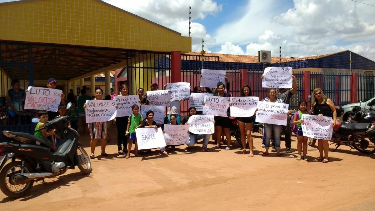 Professores fazem protesto para reivindicar melhorias em Boa Vista