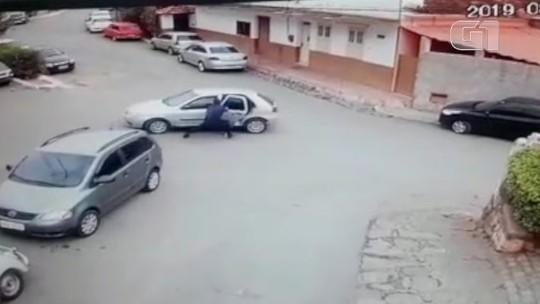 Criança e idosa em carro desgovernado são salvas por guarda municipal no RJ; vídeo