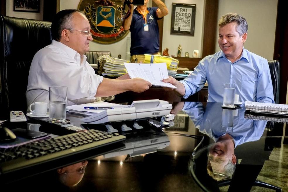 Pedro Taques deixa o cargo e quem assume é o empresário Mauro Mendes — Foto: Carol Sanford/Gcom-MT