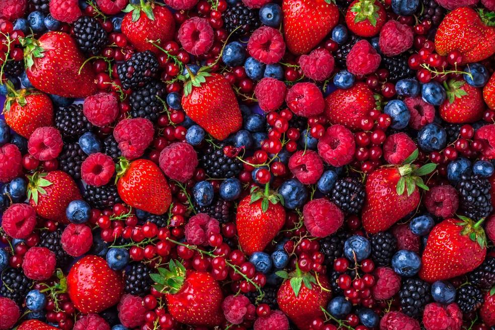Tons de vermelho: frutas são indicadas para o lanche (Foto: Istock)