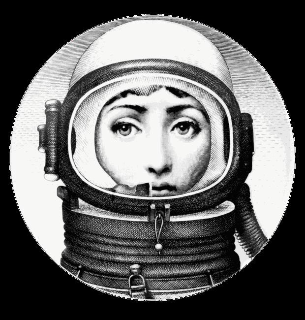 Na variação 181, Lina aparece vestida com um escafandro (Foto: Fornasetti/Reprodução)
