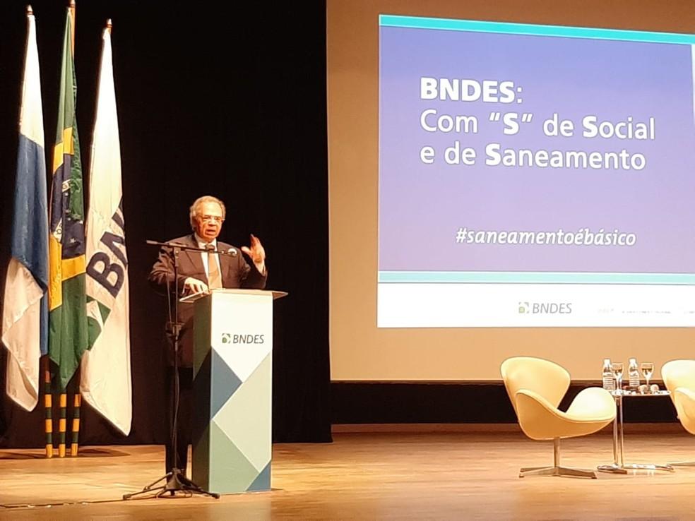 Paulo Guedes, ministro da Economia, fala nesta sexta-feira (6) em evento no BNDES, no Rio — Foto: Daniel Silveira/G1