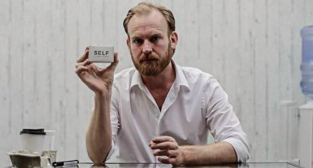 Julian Hetzel, artista holandês que quer vender sabonete feito com gordura humana (Foto: Divulgação)