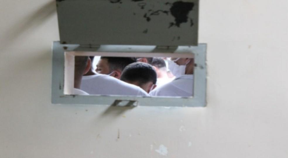 Presos dizem que agentes adotam métodos de tortura — Foto: Reprodução