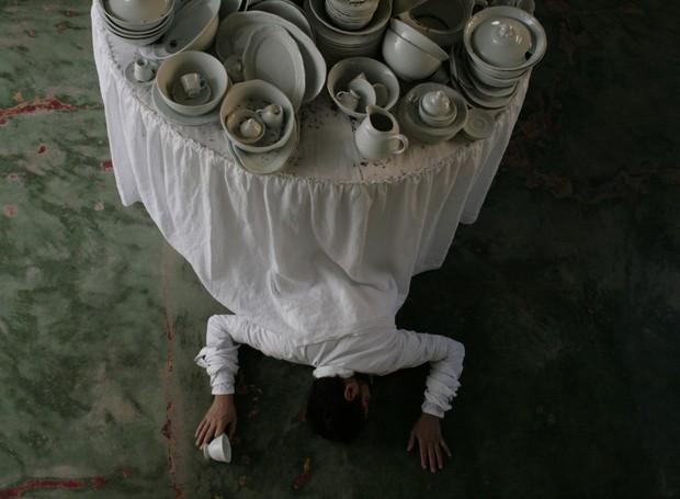 O artista Nino Cais utiliza uma mistura de técnicas e materiais para realizar suas obras  (Foto: Reprodução/NinoCais)