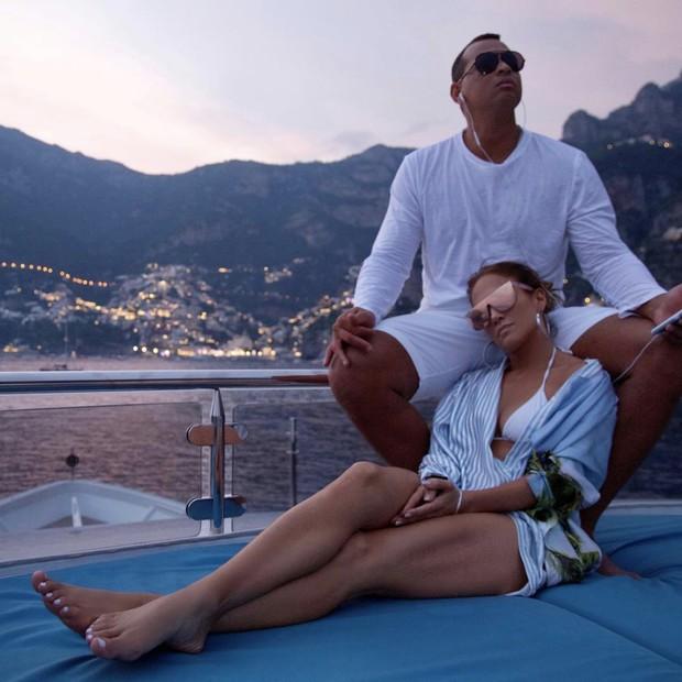Jennifer Lopez e Alez Rodriguez (Foto: Reprodução/Instagram)