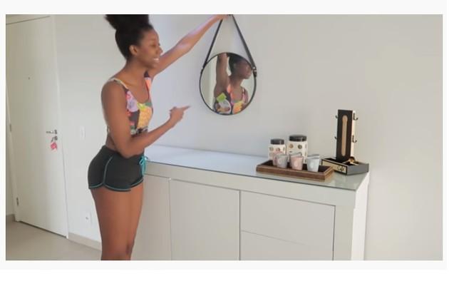 Na web, ela já mostrou parte da decoração 'clean' dos ambientes (Foto: Reprodução)