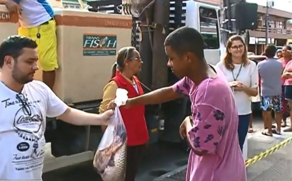 Piscicultor distribui 1 tonelada de peixes para famílias carentes de SC celebrarem a Páscoa
