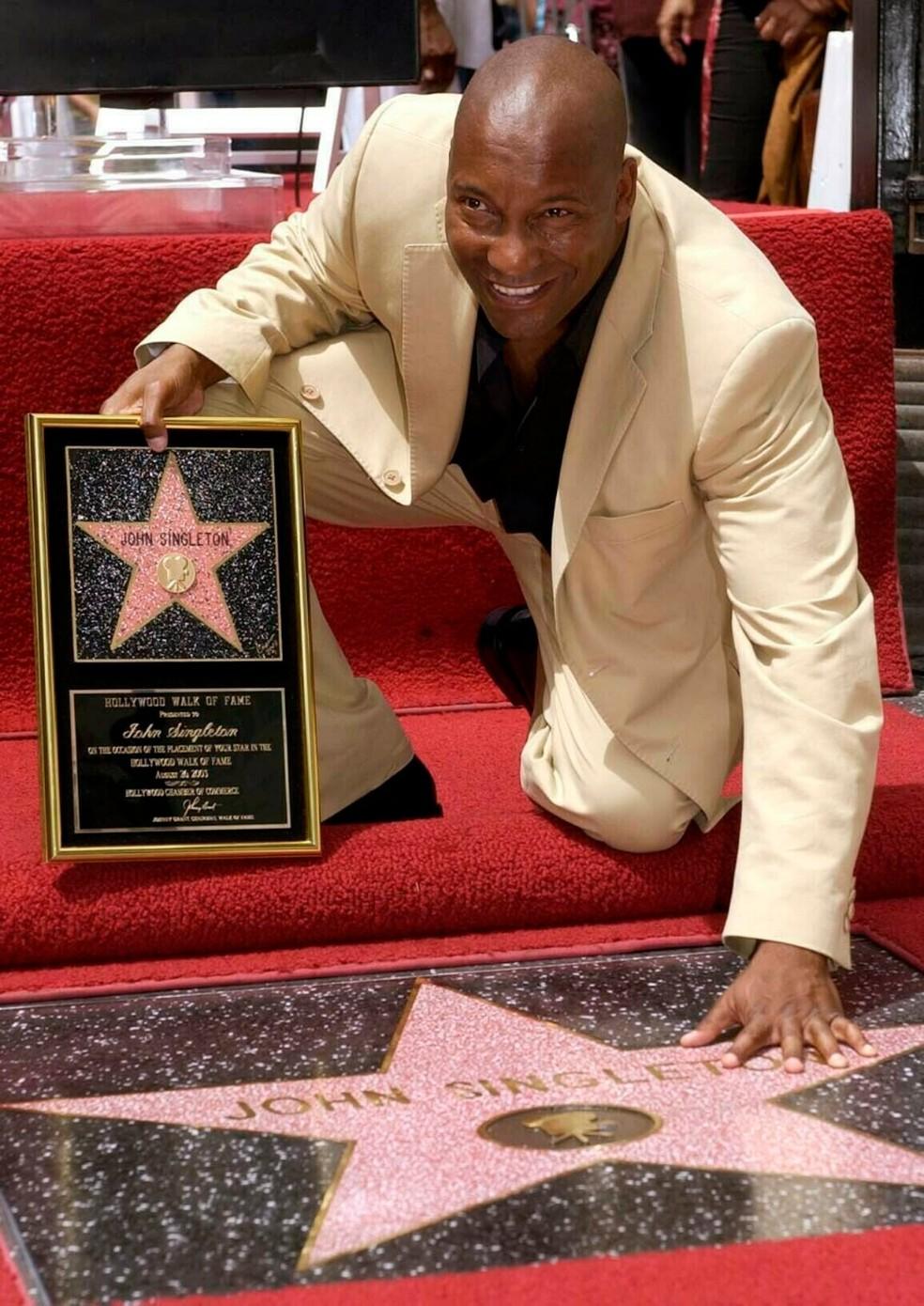 Diretor John Singleton recebeu sua estrela na calçada da fama de Hollywood em 2003 — Foto: Nick Ut/AP
