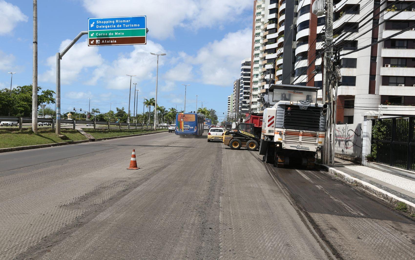 Trânsito continua em meia pista na Avenida Beira Mar nesta terça-feira  - Notícias - Plantão Diário