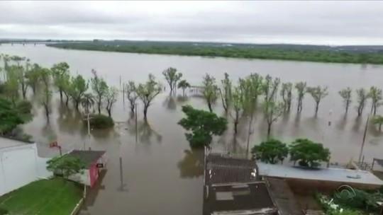 Chuvas deixam quase 500 pessoas fora de casa no RS, diz Defesa Civil