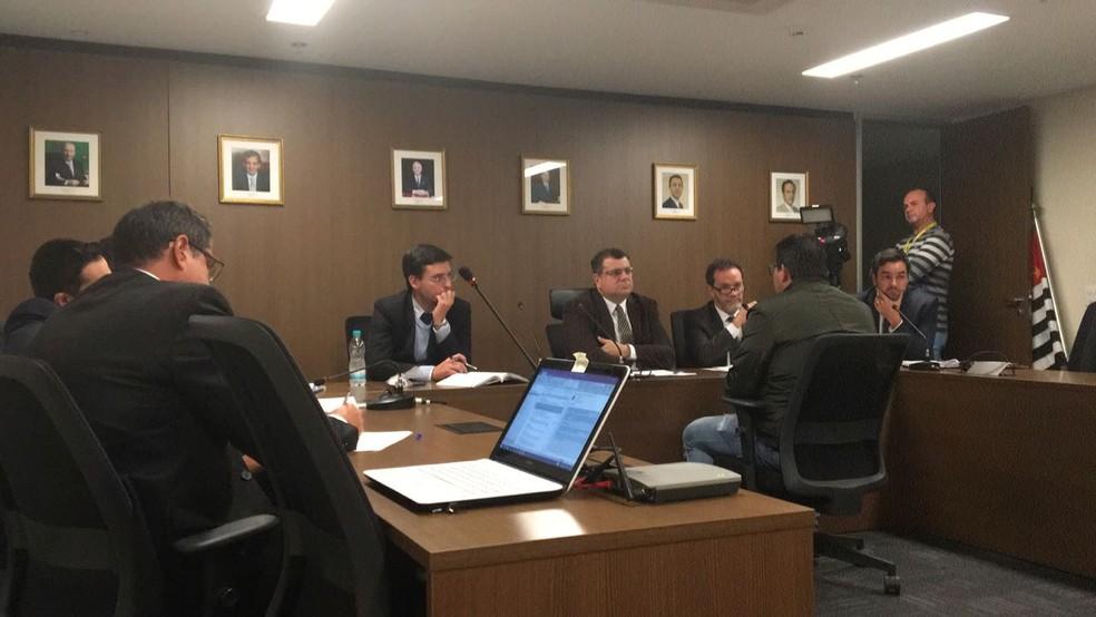 O técnico Claudemir Peixoto é ouvido durante o julgamento (Foto: Leonardo Lourenço)