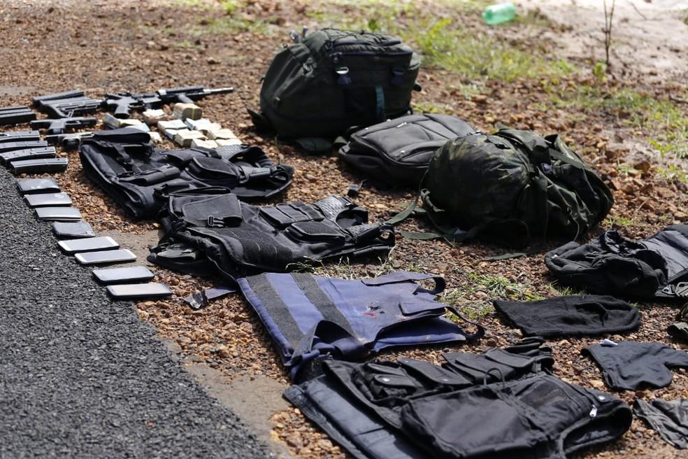 Armas e equipamentos usados pelos criminosos foram apreendidos pelos policiais do Piauí — Foto: Divulgação/ Secretaria de Segurança do Piauí