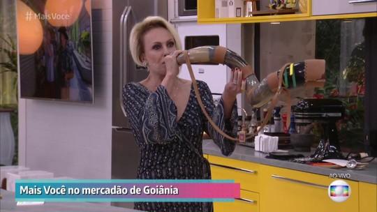 Ana Maria Braga toca berrante, brinca com repórter e diverte a web