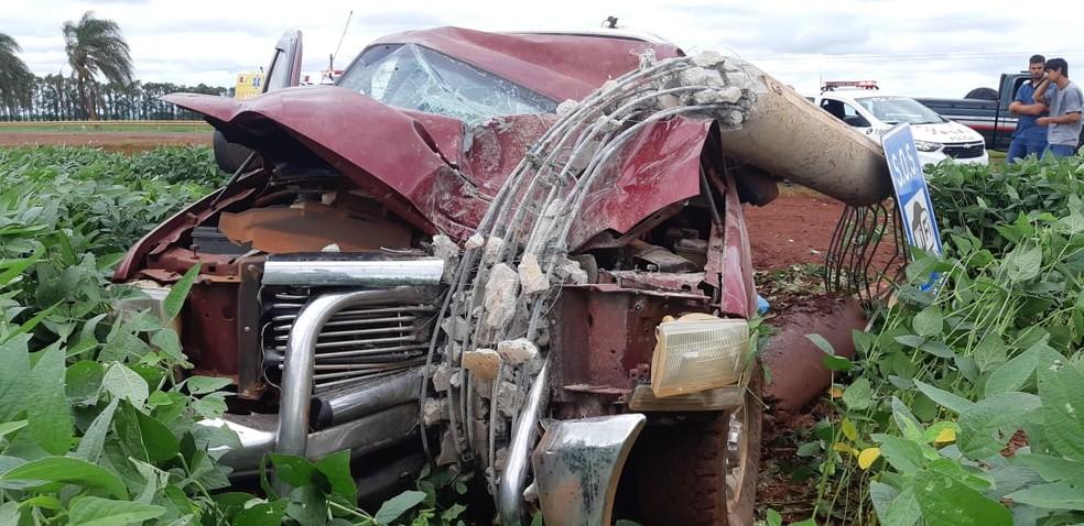 Motorista ficou ferido em acidente na manhã desta quinta-feira (14) em Cruzália — Foto: The Brothers/Divulgação