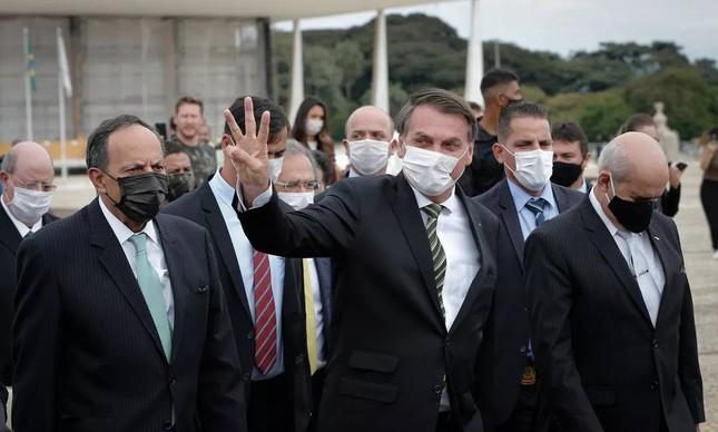 Jair Bolsonaro lidera marcha de empresários ao STF