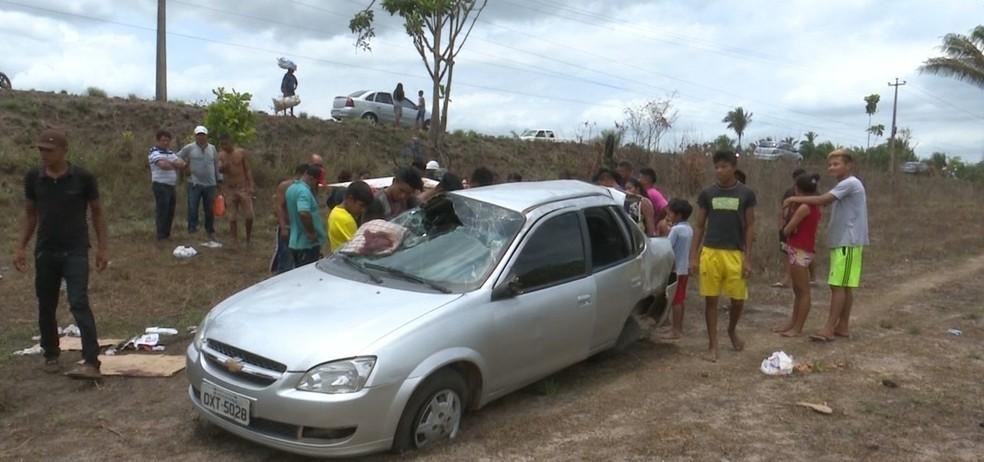 Veículo perdeu o controle após fazer uma ultrapassagem indevida  — Foto: Reprodução/ TV Mirante