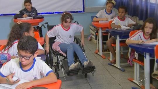 Professor cria projeto para ensinar sobre inclusão a colegas de estudante cadeirante
