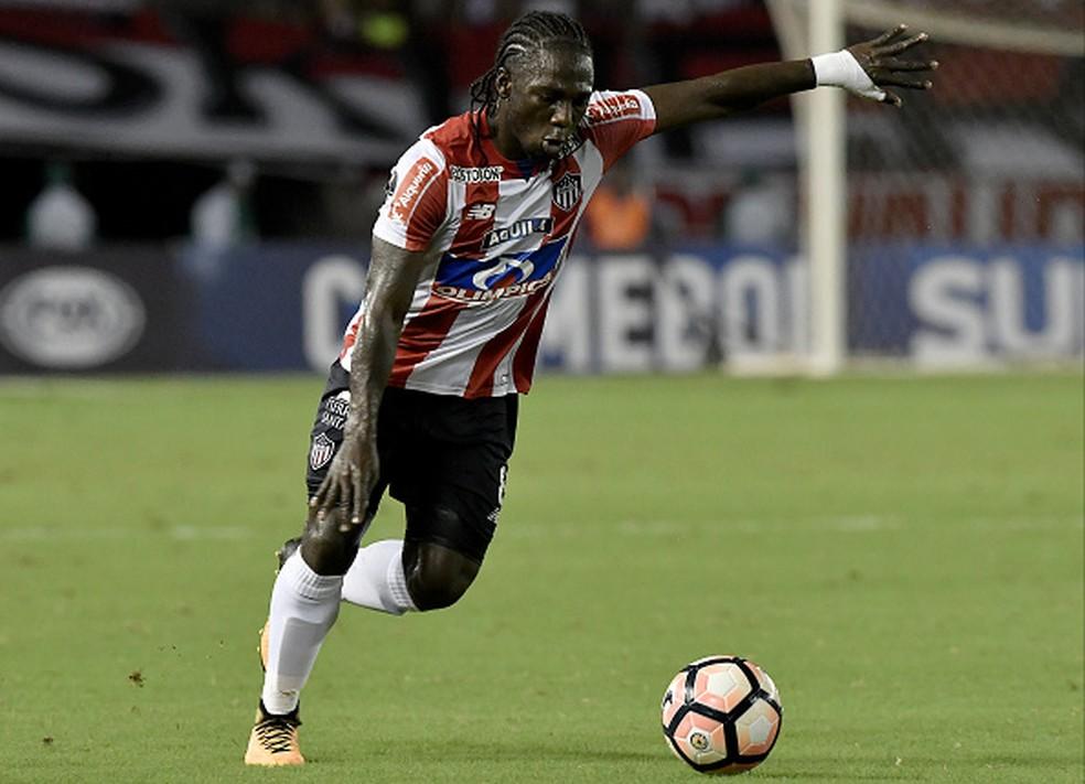 Atlético-MG tenta contratação de Yimmi Chará (Foto: Gabriel Aponte/Getty Images)