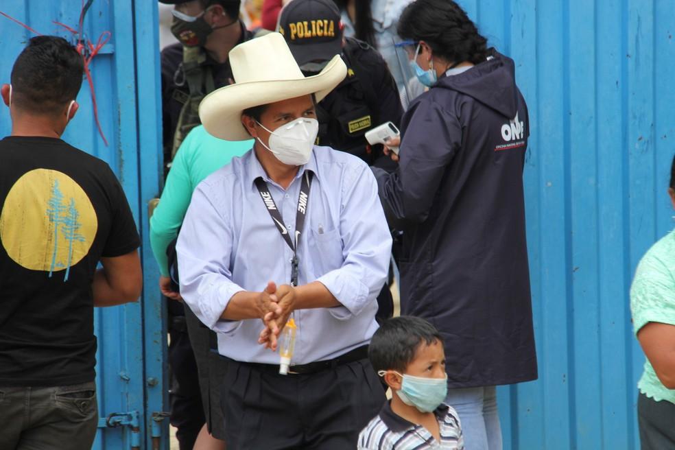 Pedro Castillo após votar na cidade de Cajamarca, no Peru, em 11 de abril de 2021 — Foto: Divulgação/ Vidal Tarqui/Reuters