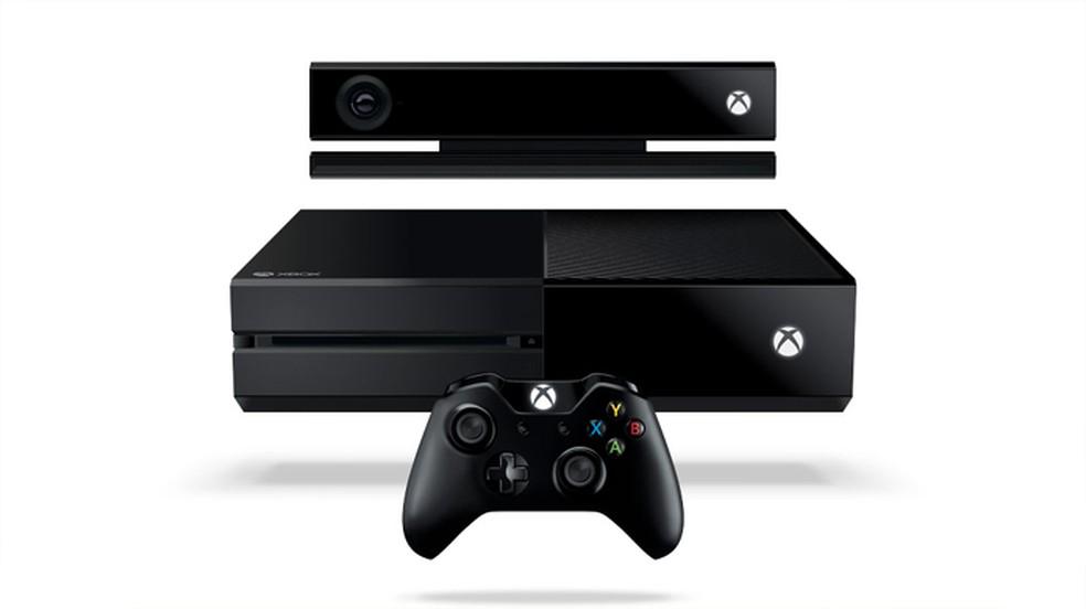 Inicialmente o Xbox One apenas era vendido com a câmera Kinect e custava mais caro que o PlayStation 4 — Foto: Reprodução/Xbox