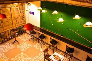 Parte do espaço interno do bar