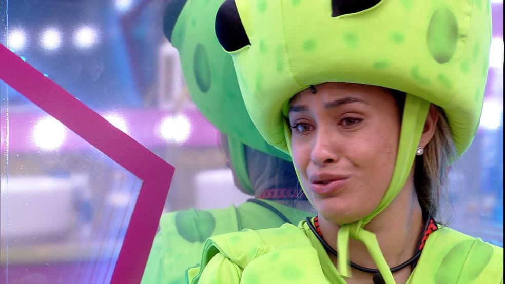 Chorando, Sarah confessa a Gilberto no BBB21: 'Não estou sendo eu mesma' — Foto: Globo