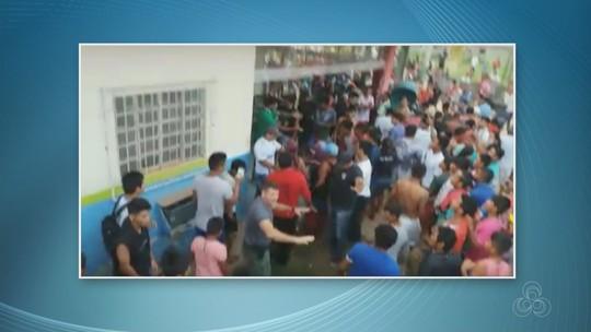 SSP reforça policiamento após população tentar invadir delegacia e agredir suspeitos de homicídio no AM