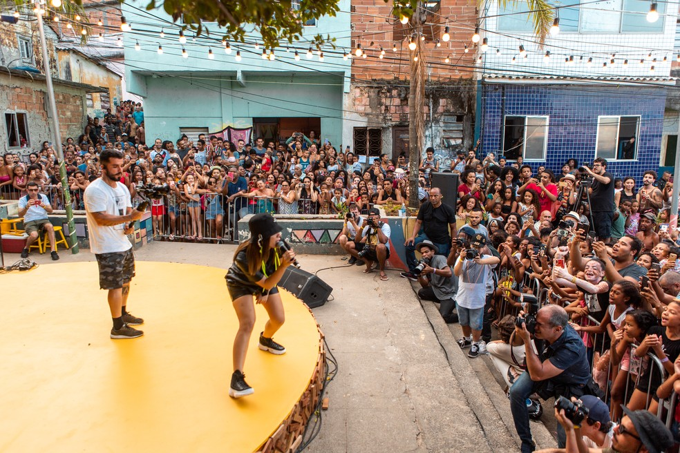Anitta dança e canta no Morro da Providência — Foto: Fabiano Battaglin/Gshow