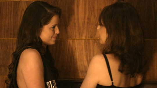 Últimos capítulos: Giovanna leva Carolina para flagrar Angel e Alex