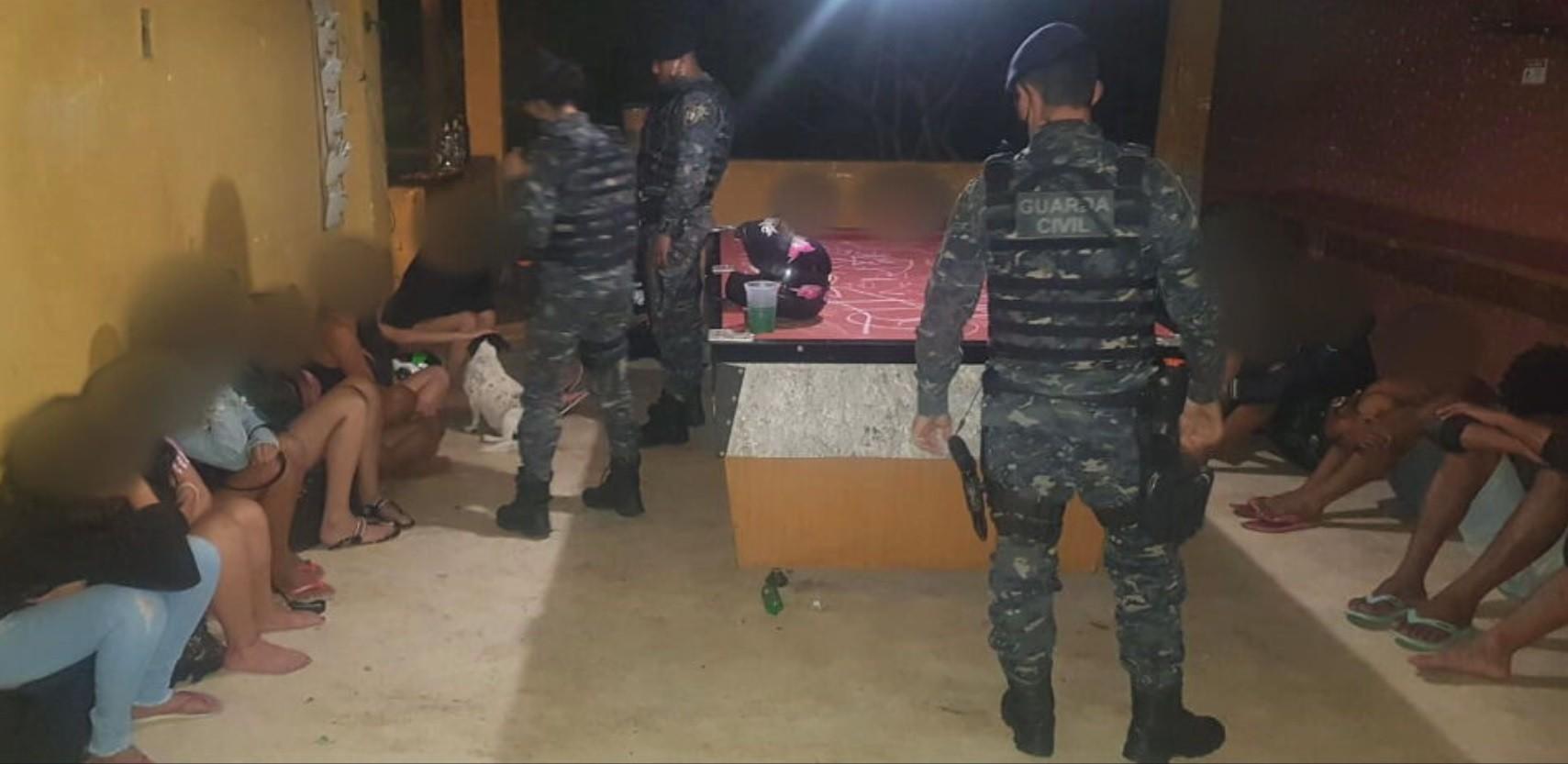 Coronavírus: Guarda Civil encerra Baile Funk clandestino com 40 jovens, álcool e drogas, em Contagem