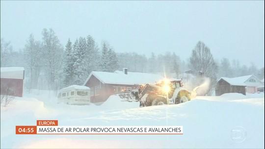 Massa de ar polar provoca nevascas e avalanches na Europa