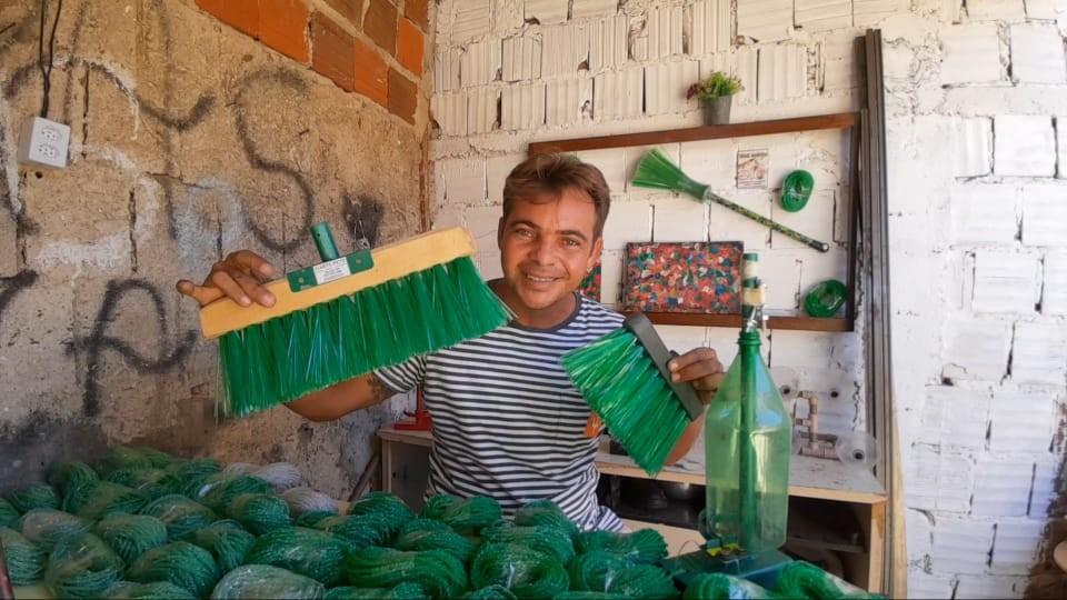 Gari supera alcoolismo com trabalho de reciclagem, na PB: 'mudou a minha vida'
