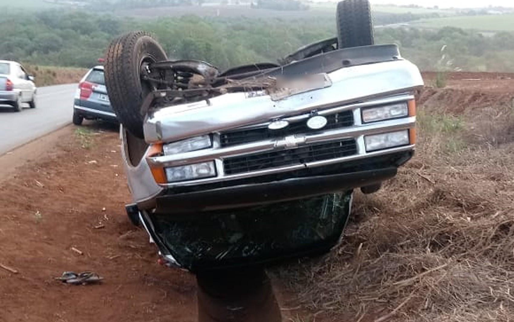 Homem morre e irmão fica ferido após caminhonete capotar próximo a Jardinópolis, SP - Notícias - Plantão Diário