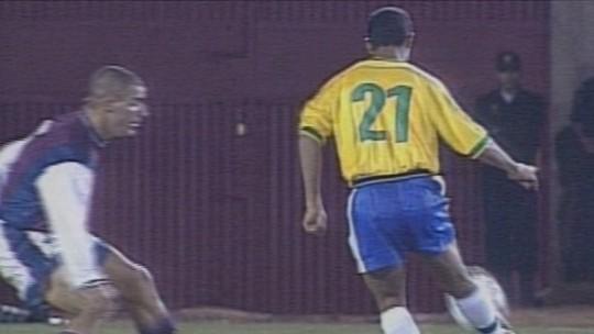 """""""Olha o que ele fez!"""": 20 anos depois, goleiro da Venezuela relembra golaço de Ronaldinho: """"Privilégio"""""""