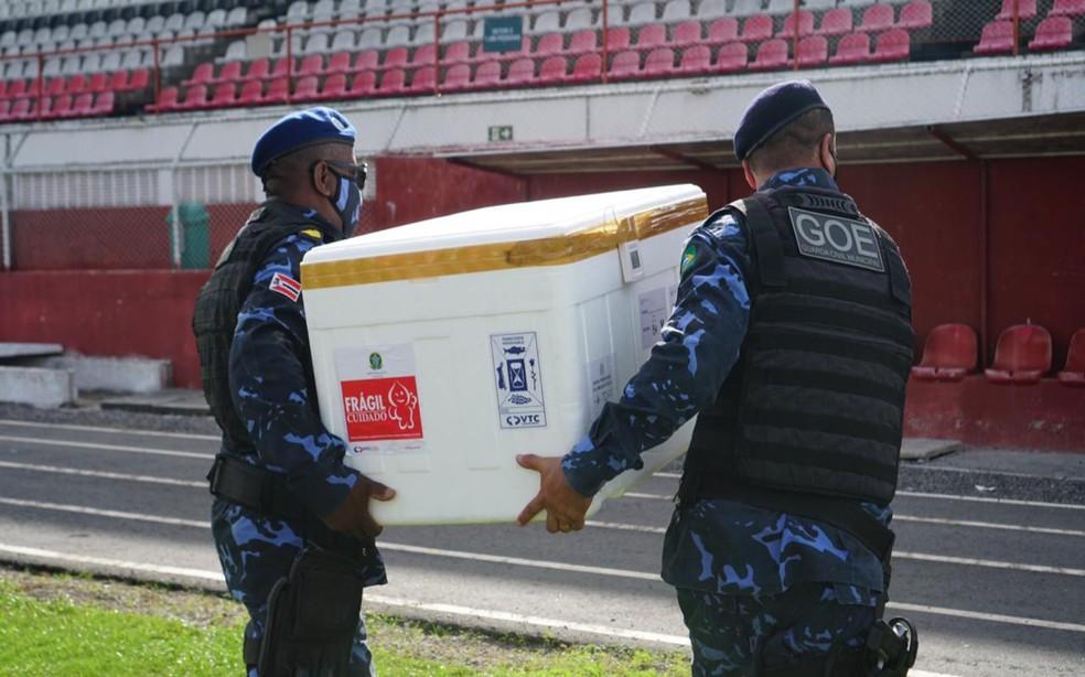 Equipes da Polícia Militar transportam lotes da vacina na cidade de Alagoinhas — Foto: Karina Rocha/Prefeitura de Alagoinhas
