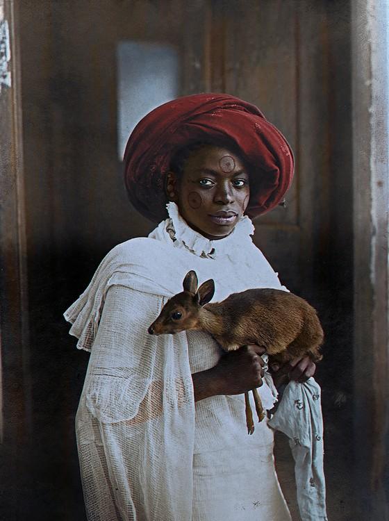 Uma jovem queniana (Foto: COLORIZADAS POR MARINA AMARAL)