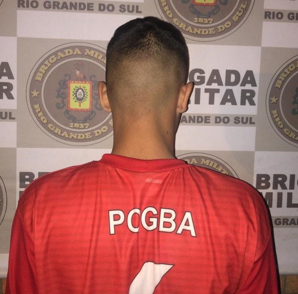 Menor foi apreendido no Bairro Formoza, na segunda-feira (1) e teve a internação provisória autorizada pela Justiça na terça (2) — Foto: Brigada Militar/Divulgação