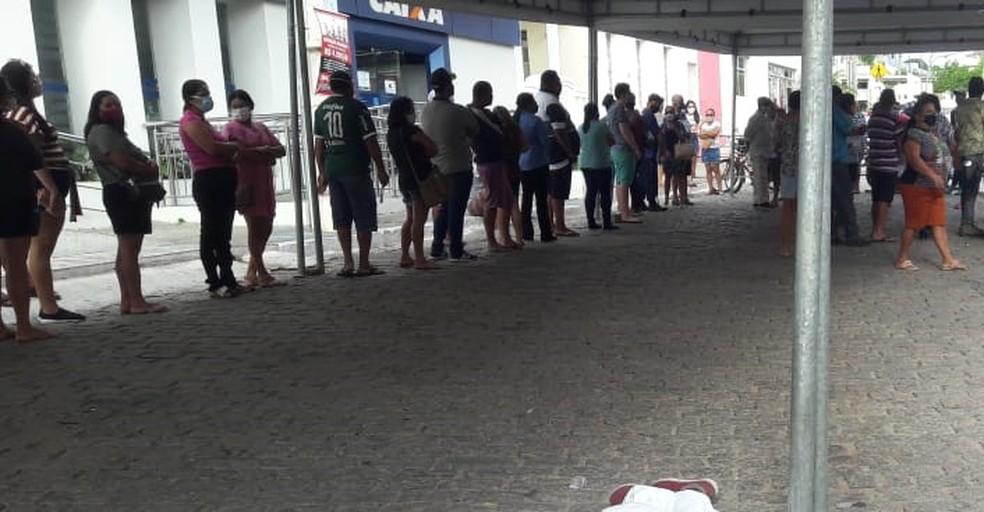 Homem passou mal e morreu assim que chegou na fila do banco — Foto: Redes sociais