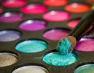 Olhos coloridos: maquiagem cheia de cores para animar o visual