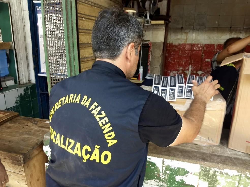 Operação apreendeu 60 mil carteiras de cigarro no Recife — Foto: Secretaria da Fazenda/Divulgação