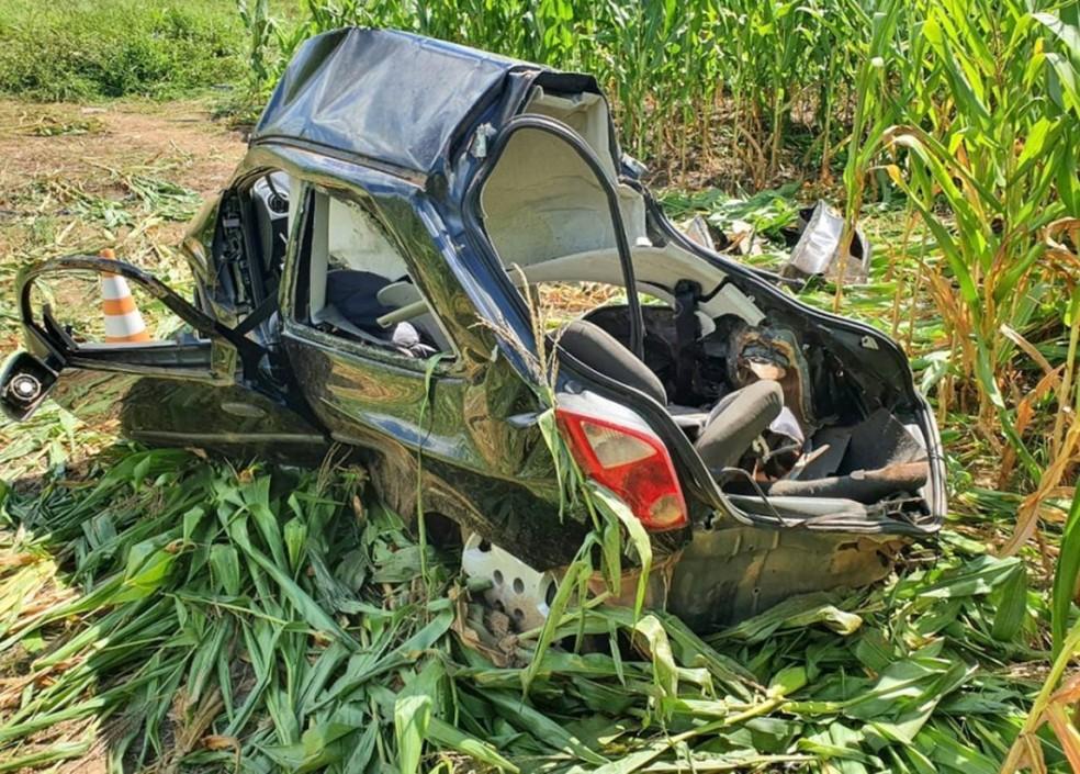 Carro ficou destruído após acidente — Foto: Divulgação