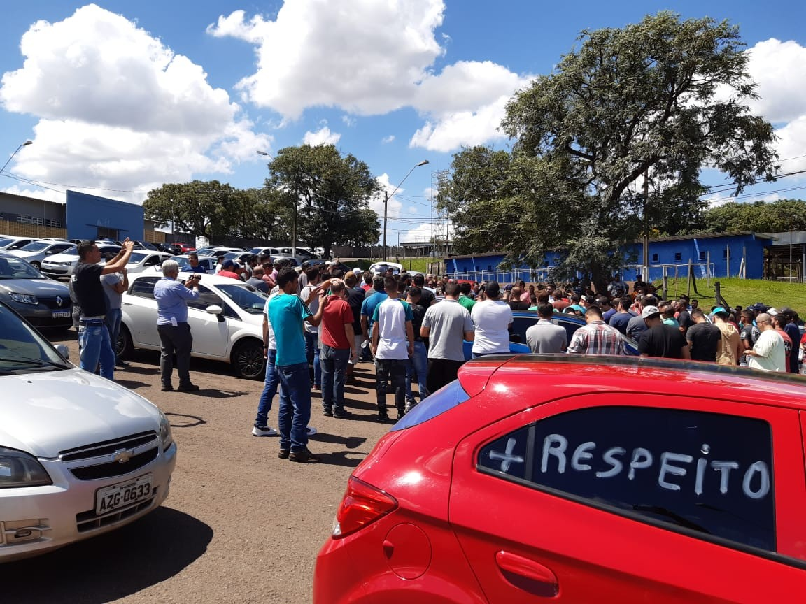 Motoristas de aplicativos de Londrina fazem protesto por mais segurança durante o trabalho