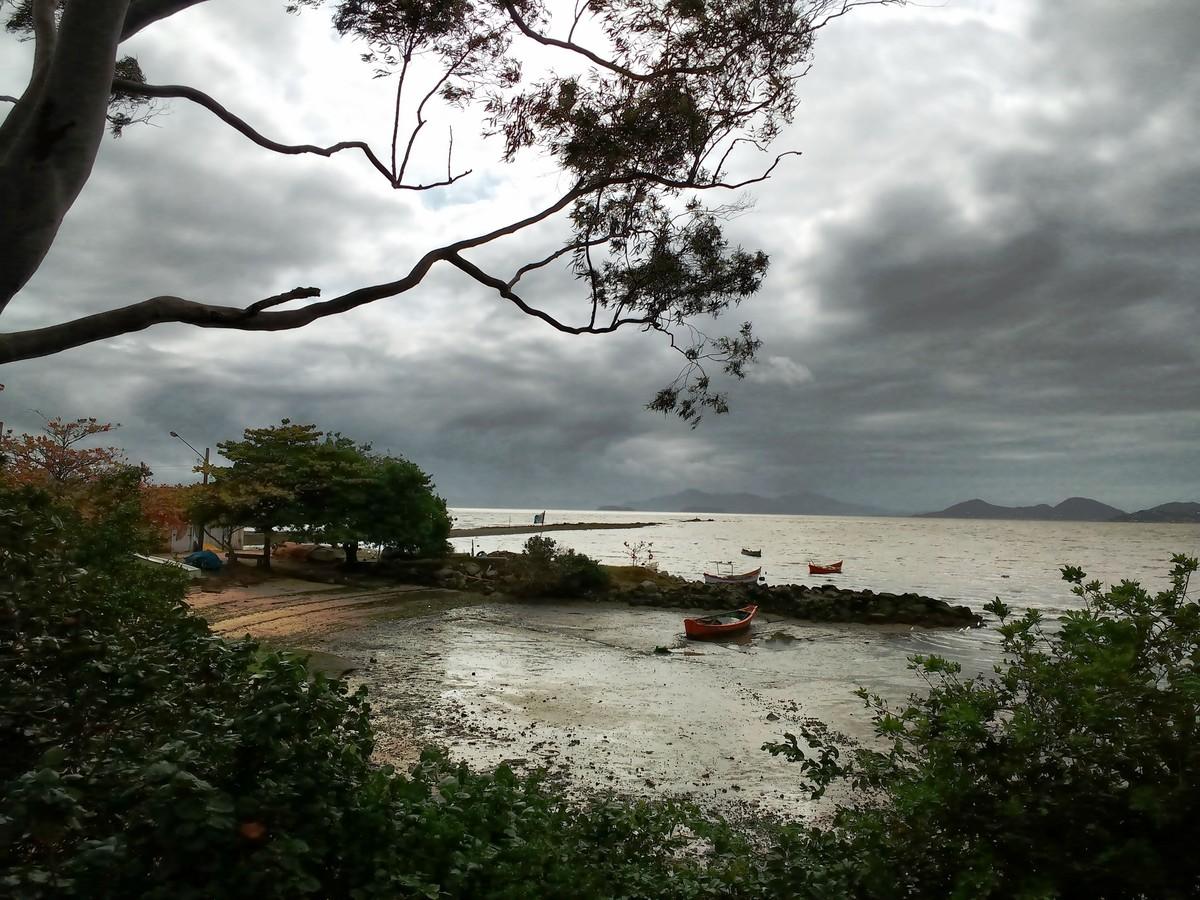 Ressaca deve ocorrer no litoral de SC nesta quarta e quinta, alerta Defesa Civil